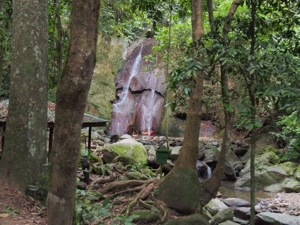 Kepunyit Waterfall.jpg